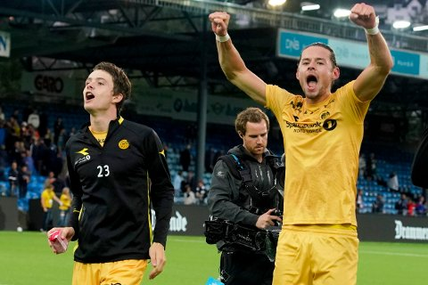 Håkon Evjen (t.v) og Amor Layouni jubler for borteseieren mot Godset på Marienlyst stadion. Vi tror de får større problemer i Kristiansund.  Foto: Fredrik Hagen / NTB scanpix