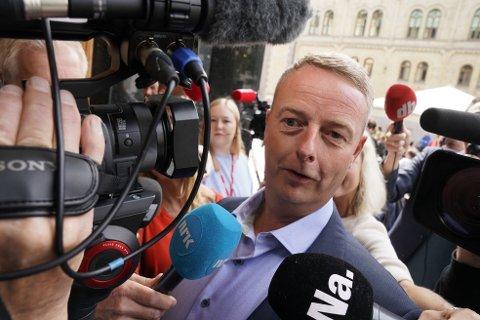Terje Søviknes (Frp) tror de andre regjeringspartiene bestemmer seg innen kort tid.