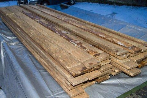 Politiet fant marihuana i planker.