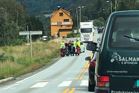 En motorsykkel og en bil var i en trafikkulykke på Espeland.