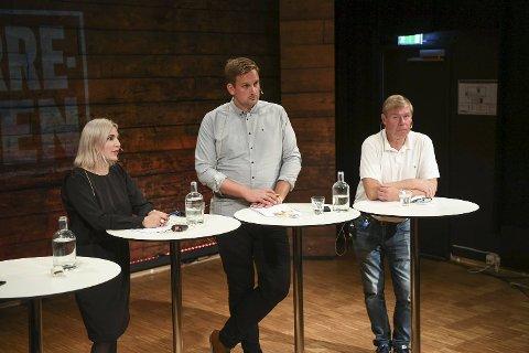 Sofie Marhaug (R), Håkon Pettersen (KrF) og Tor Woldseth diskuterte eldreomsorg, bybane og eiendomskatt under mandagens spørretime på Litteraturhuset.