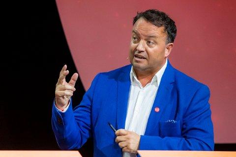 Partileder Frode Myrhol i Folkeaksjonen Nei til mer bompenger vil ikke si hvor i statsbudsjettet de skal hente 13 milliarder kroner årlig til infrastruktur. Bildet er fra partilederdebatten i Arendal i august.