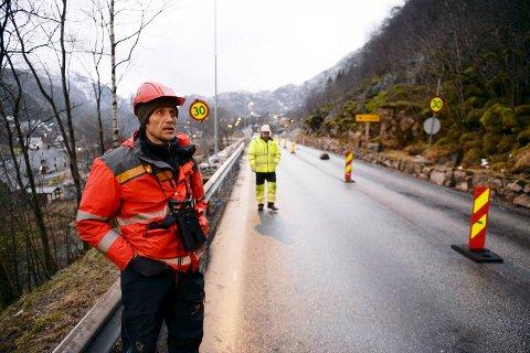 Geolog Harald Hauso har vært på Bolstad og undersøkt raset fra helikopter.