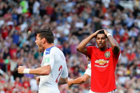 Manchester United og Marcus Rashford har ikke vunnet en bortekamp siden de slo PSG i Champions League  i mars. Lørdag skal de til St. Mary's for å prøve å bryte den dårlige bortetrenden.  (AP Photo/Alastair Grant)