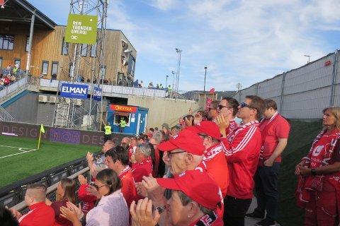 Vi var anslagsvis 100+ Brann-supportere i Fjæra.
