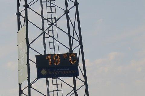 Sånn omtrent syv grader mer enn da vi spilte her tidligere i sommer.