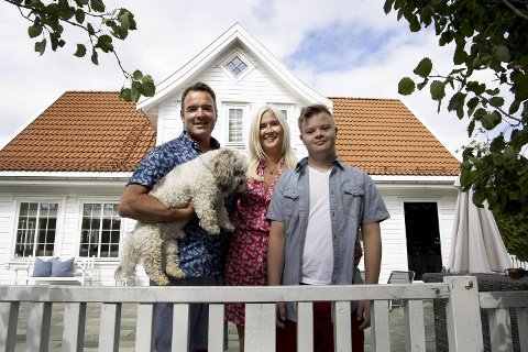 Familien fra Bergen – Mona, Jan-Erling, Nicholas og Rocky – var tilbake på Søreidgrend i slutten av juni. 1. juli var foreldrene på jobb igjen. Nicholas har fortsatt ferie før han begynner på videregående.