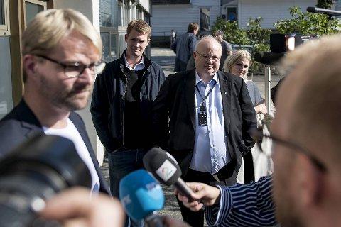 Ove Sverre Bjørdal og Senterpartiet har gode forhandlingskort på hånden og en tydelig kampsak. Det kan gi Roger Valhammer hodebry.