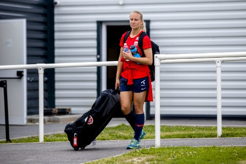Lisa Naalsund har kontrakt ut denne sesongen med Sandviken, og har allerede sagt nei til serieleder LSK Kvinner om en overgang fra nyttår.