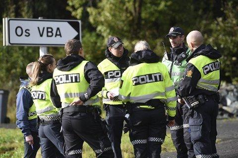 Store ressurser fra alle nødetater ble sendt til ulykkesstedet. Politiet jobber med åstedsundersøkelse og avhør av vitner.