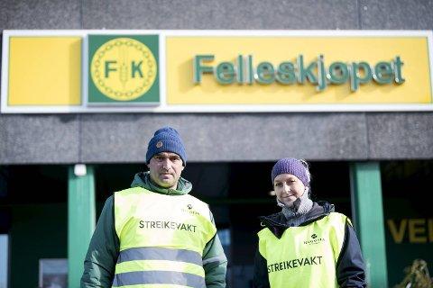 Ivar Soltveit og Lene Silkebækken i Felleskjøpet er i streik. – Det handler om rettigheter vi allerede har som blir tatt fra oss. Vi er klare til å streike lenge, sier de to.