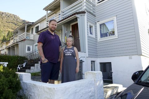 Sigurd T. Kvitberg og datteren Erle (10) bor i Johan Blytts vei og er er frustrert over parkeringskaoset på Montana.