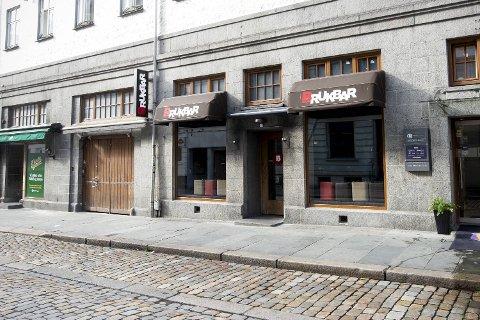 Episoden med glasset fant sted på dansegulvet på Brukbar i Bergen sentrum natt til 10. februar i fjor.