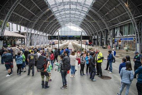 Bane Nor har valgt å stenge Bergensbanen i starten av høstferien.