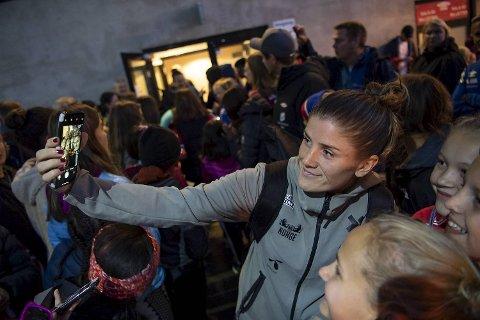 Maren Mjelde opplevde stjernetilværelsen på Stadion tirsdag, og dagen etter kom beskjeden om at hun kan havne på FIFAs verdenslag.
