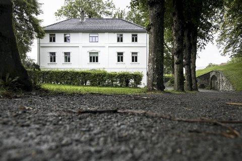 Ingeniørbygget er blant dei yngre bygga innanfor murane på Bergenhus Festning.