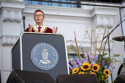 Rektor Dag Rune Olsen har feilinformert om seksuell trakassering.