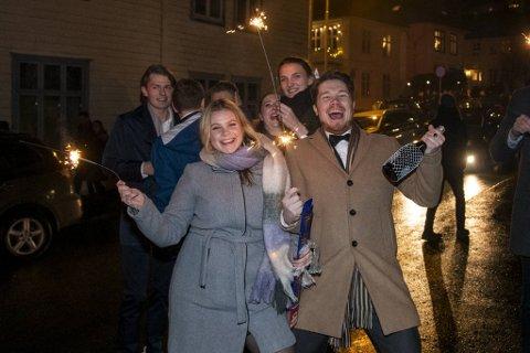 Hannah Røkke og Stian Thorsen startet 2020 sammen på Skansen, med fantastisk utsikt over fyrverkeriet i sentrum.