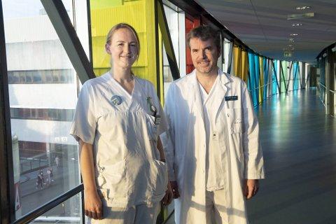 Spesialsykepleier Merete Gjerde og seksjonsoverlege Trond Bruun ved Haukeland sykehus er svært fornøyde med vaksinasjonsdekningen hos de ansatte