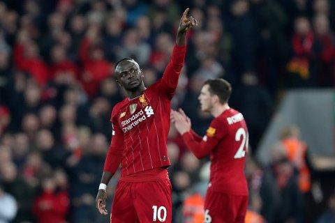 Liverpool's Sadio Mane feirer scoringen sin mot Wolves. Vi tror Mané og lagkompisene tar en ny seier i London lørdag kved. (AP Photo/Jon Super)