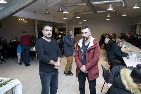Shergo Ibrahim (f.v.) og Ibrahim Mustafa er venner av den rammede familien, og uttaler seg på familiens vegne.