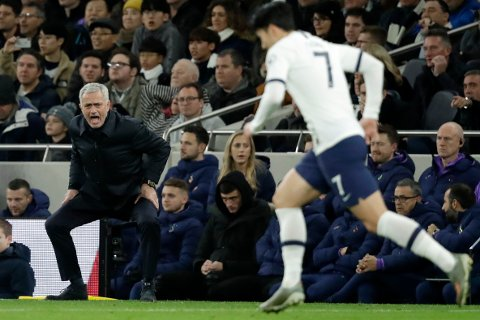 Tottenham's manager Jose Mourinho shouts as Tottenham's Son Heung-min runs past during the English Premier League soccer match between Tottenham Hotspur and Liverpool at the Tottenham Hotspur Stadium in London, England, Saturday, Jan. 11, 2020. (AP Photo/Matt Dunham)