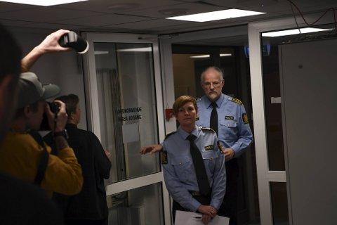 Påtaleansvarlig Inger-Lise Høyland og politiinspektør Tore Salvesen opplyste at en fjerde person er siktet etter dobbeltdrapet.