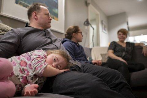 Stella sammen med foreldrene Nils Olaf Solberg, søster Emily og mamma Lene Lindquist.