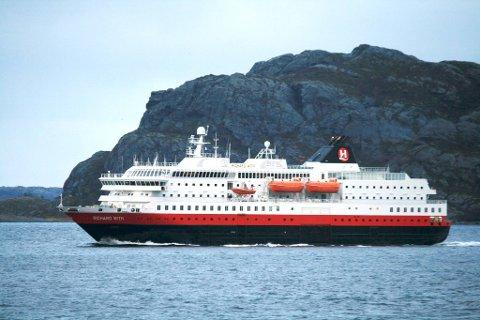 Hurtigruten «Richard With». En BA-leser mener prisene på en rundtur med Hurtigruten Bergen-Kirkenes-Bergen nå er for dyre til at han kan ta seg råd til det.