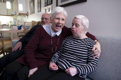 Tore og Vigdis Haugland forteller om da datteren Torill kom til verden i 1964 i den første episoden av podkasten «Livet med Downs».
