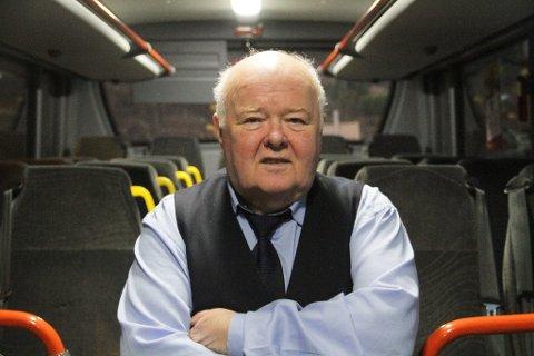 Arnold Tveit er en bussjåfør som mange kjenner godt til, spesielt i Nordhordland.