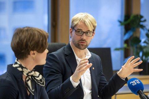 – Må hun gå, går alle, sier byrådsleder Roger Valhammer om sin byrådskollega Linn Kristin Engø.