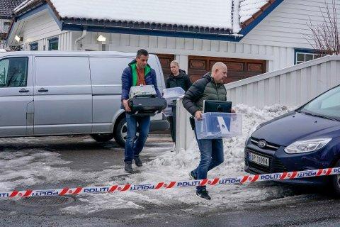 Politiet gjorde i mars i fjor flere beslag i boligen til tidligere justisminister Tor Mikkel Wara (Frp) og samboeren Laila Anita Bertheussen.