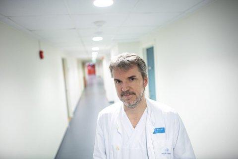 Seksjonsoverlege Trond Bruun ved infeksjonsseksjonen på Haukeland sykehus sier at har de planer for å takle det om det nye coronaviruset finner veien til Bergen.