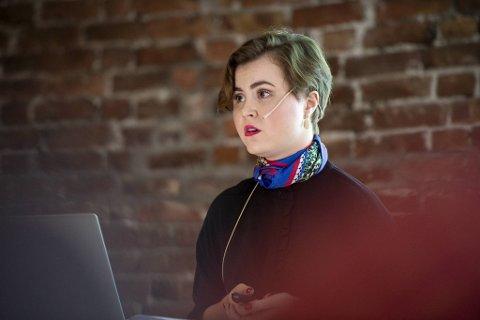 Linn Kristin Engø (Ap) kan få en sjanse til å dele taushetsbelagt informasjon med de andre utvalgsmedlemmene.
