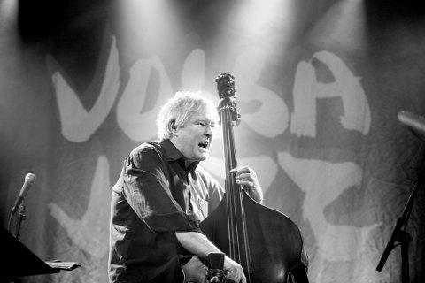Det ble mer enn bare et Tingingsverk for Vossa Jazz for Arild Andersen da han skapte «Sagn», som ble fremført under Vossa Jazz i 1990. Her spiller Arild Andersen under åpningskonserten til samme festival i 2018.