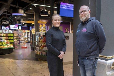 Kinosjef Jeanette Heggland og programoperatør Kjetil Rye har ingen planer om å legge seg bakpå med økt konkurranse fra Bergen sør.