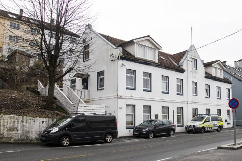 Fra flere kilder får BA bekreftet at det var usedvanlig høy feststemning i hospitset i Møllendalsveien helgen drapene ble begått.