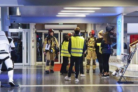 Brannvesenet rykket ut til Bergen kino og Konsertpaleet etter at den automatiske brannalarmen ble utløst. Flere hundre kinogjester måtte evakueres.