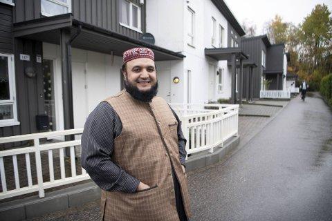 Azeem er imam til han dør. – Man får bare bedre tid til å praktisere når man blir eldre. Men det betyr ikke at ikke vi har lyst til å pensjonere oss, ler han.