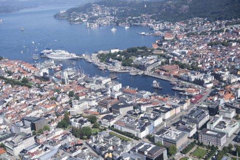 Flyfoto over Bergen, der prisene på boligene steg med 2,7 prosent i 2019.