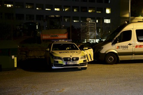 Mange personer deltar i aksjonen i Byfjorden torsdag kveld.