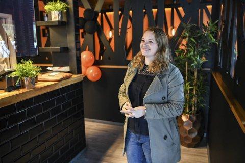 Svært få serveringssteder i Bergen har tariffavtale med Fellesforbundet. Fornøyde ansatte ser ikke behovet for fagorganisering, tror iSushi-sjef Jeanette K. Noresen.