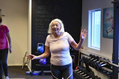 Gønner Rosendahl (74) fra Fyllingsdalen løper tre ganger ukentlig og går en langtur på mellom 10 og 20 kilometer. Nå har hun også sett verdien av styrketrim.