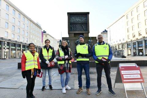 Legene Shagun Bahtia, Mads Wangsholm, Marianne Iden, Karl Thomas Brinck og Thomas Antoniazzi er klare for streik.