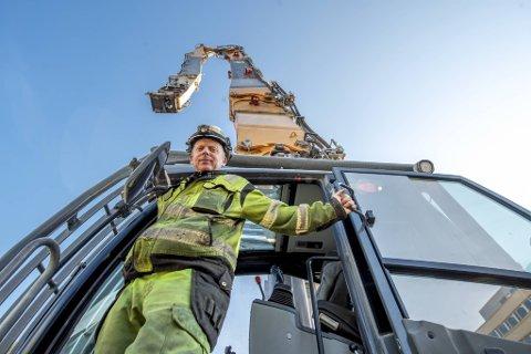 Bård Gaaserud fra AF Decom pendler fra Telemark for å rive fylkesbygget i Bergen.