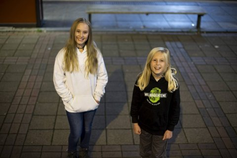 Isla Småland (11) og Sofia Lindström (10) fra Bergen har vunnet Miljøagentenes nasjonale tegnekonkurranse Tegn for Havet.