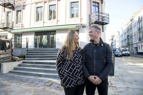 Ekteparet Renate Davanger og Pål Davanger åpner restaurant i Vestre Torggate, i samme bygård som også blir det nye BA-huset. De driver også Fotballpuben og er etter hvert godt kjent i området.