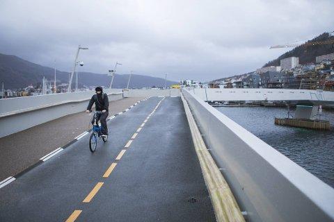 Antall daglige sykkelpasseringer over Småpudden i august nær doblet (fra 539 i 2019 til 918 i 2020), og det samme gjelder antall fotgjengere som bruker gang- og sykkelbroen over Puddefjorden (fra 3000 til 6000)
