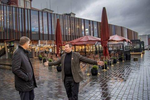 Norwegian-sjef Jacob Schram (t.v.) besøkte onsdag reiselivsdirektør Anders Nyland i Visit Bergen.